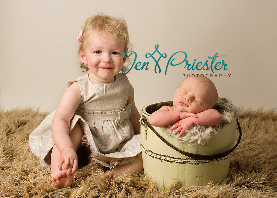 Newborn Pictures with Siblings http://jenpphoto.com/blog/2012/05/jackson10-days-canton-michigan-newborn-photography/newborn-siblings-michigan-photography/